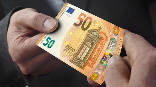 """Decreto liquidità, il ministro Patuanelli: """"Prestiti per le imprese attivi in qualche giorno"""""""